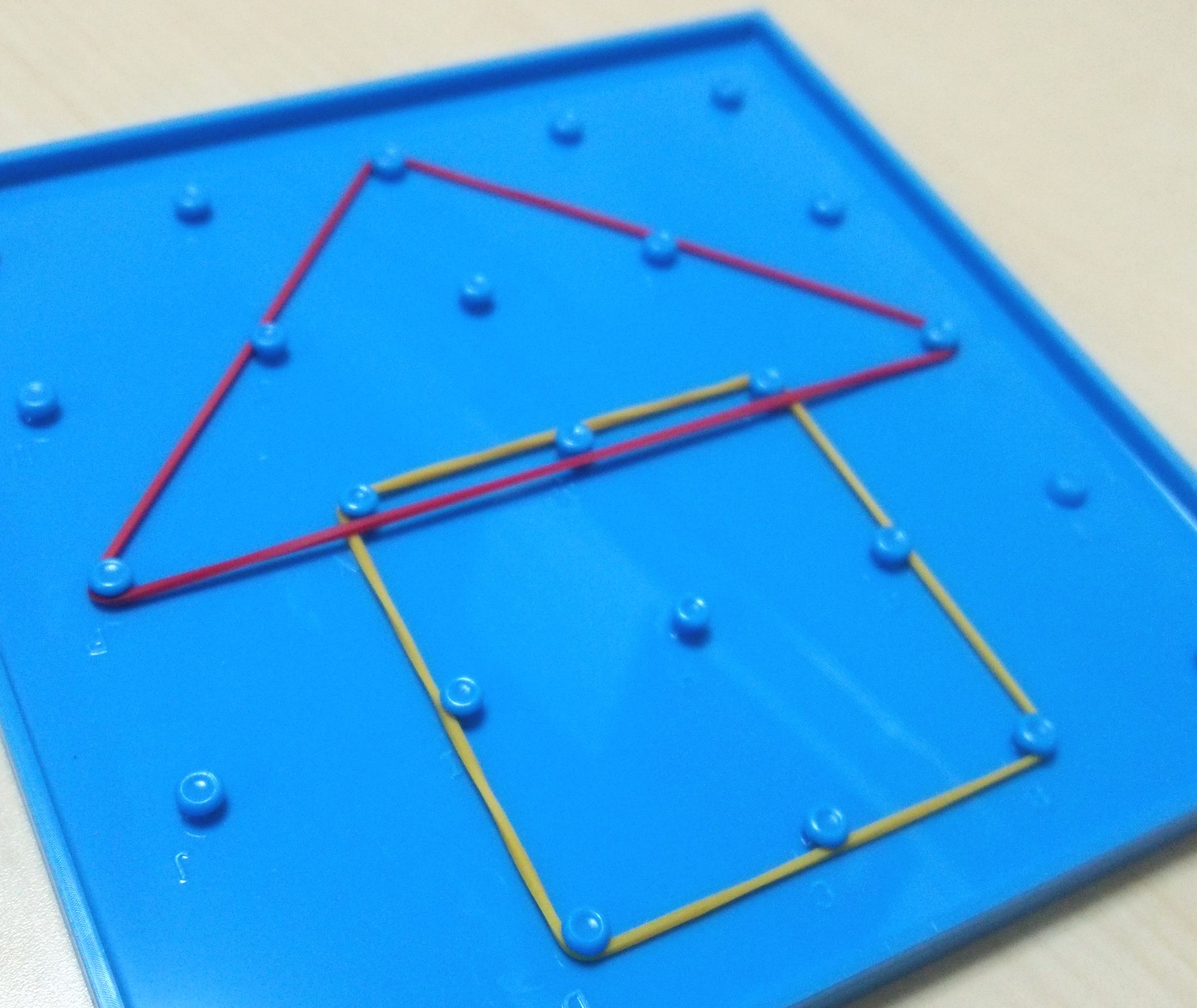 ジオボード~巧緻性を高めながら「図形」や「位置」を理解するおもちゃ