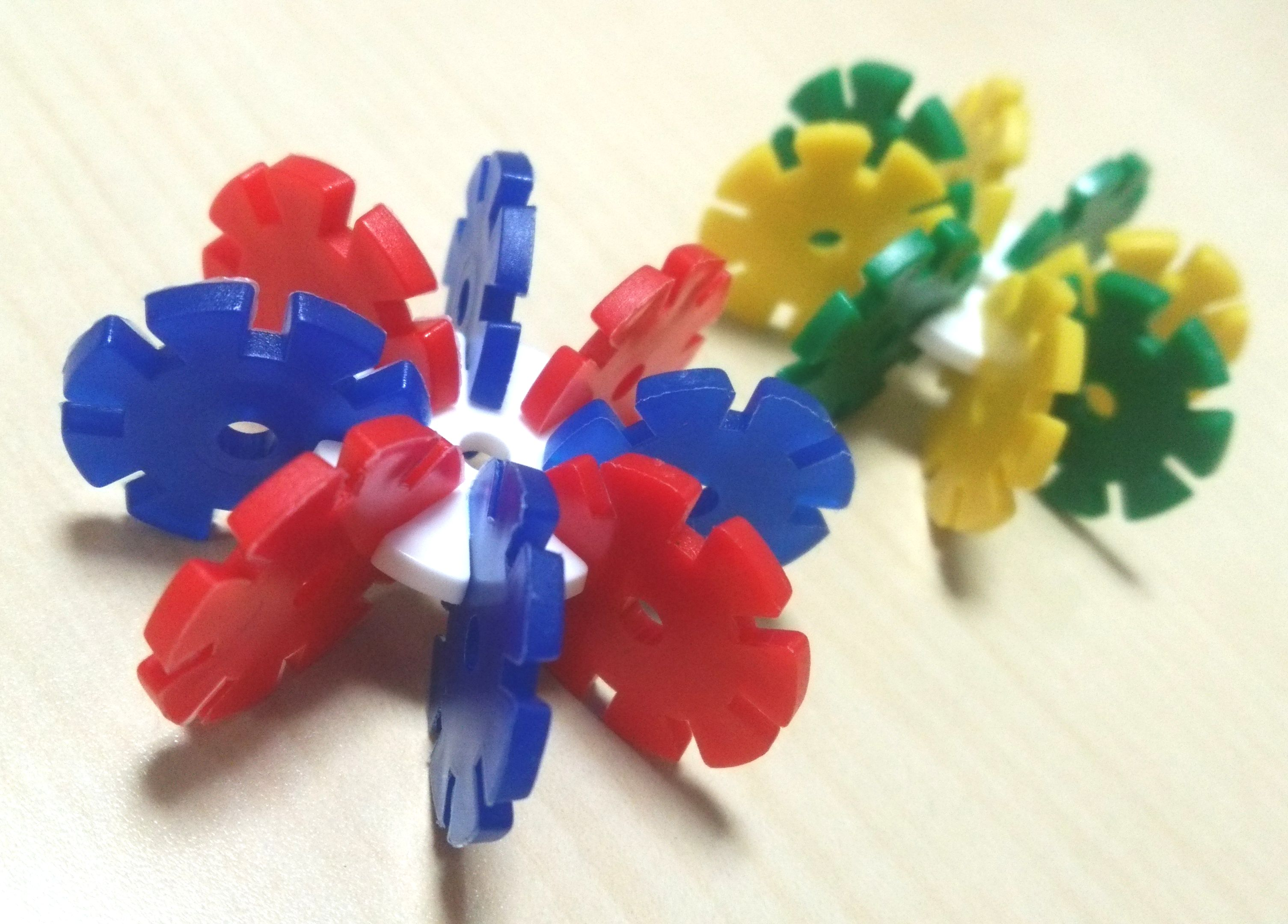 『ロンディ』~創造力をかきたてる立体造形パズル