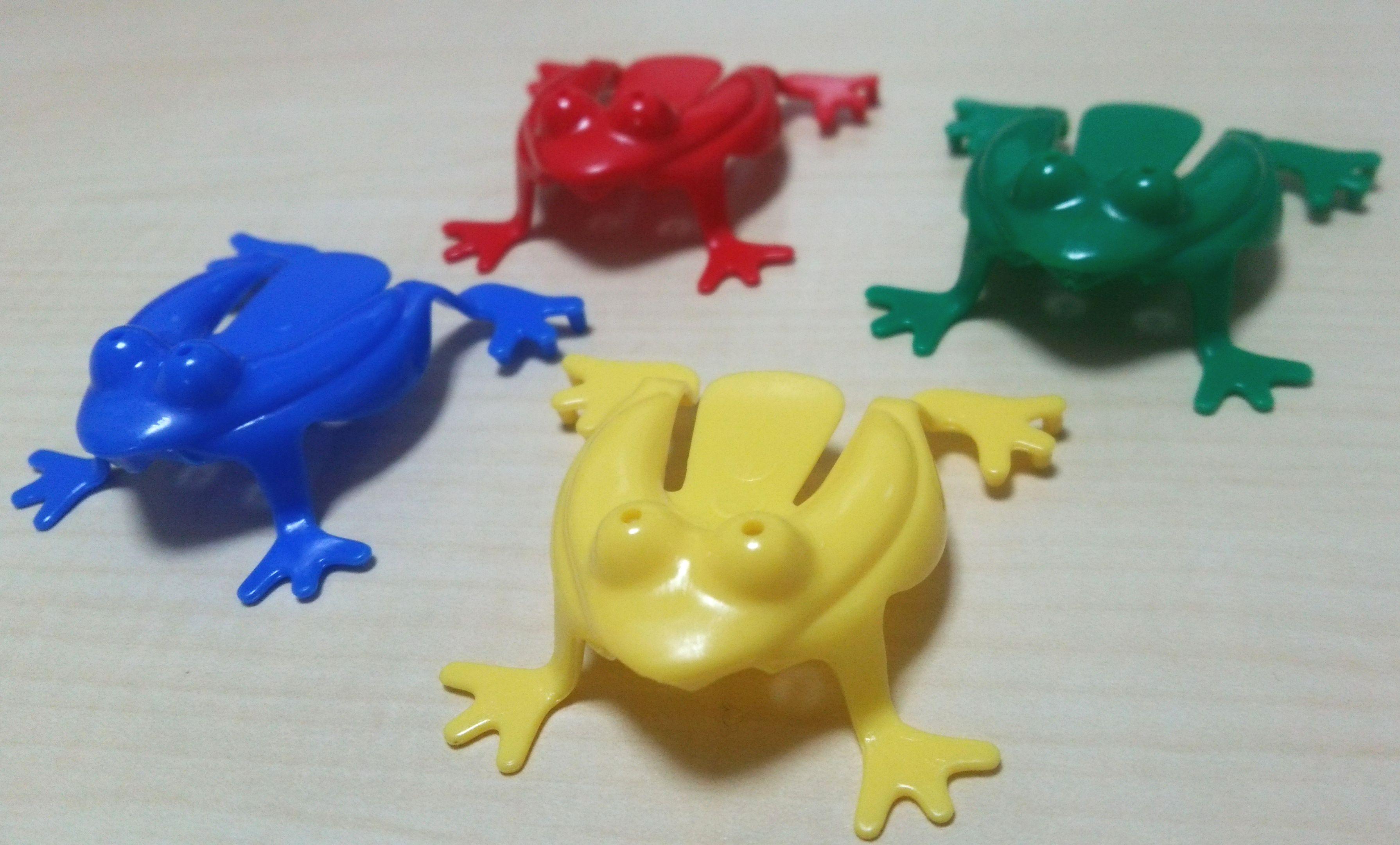 巧緻性をやしなうおもちゃ『かえるさんジャンプ』は、大人も意外とムキになる!?