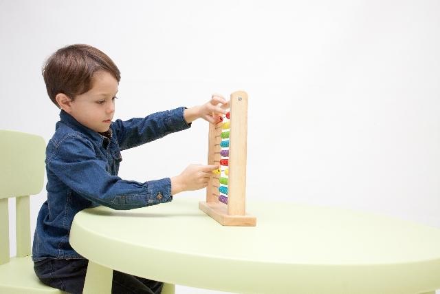 『百玉そろばん』オススメの使い方は?私が2〜6歳のレッスンで行っている効果的な使い方をご紹介します。
