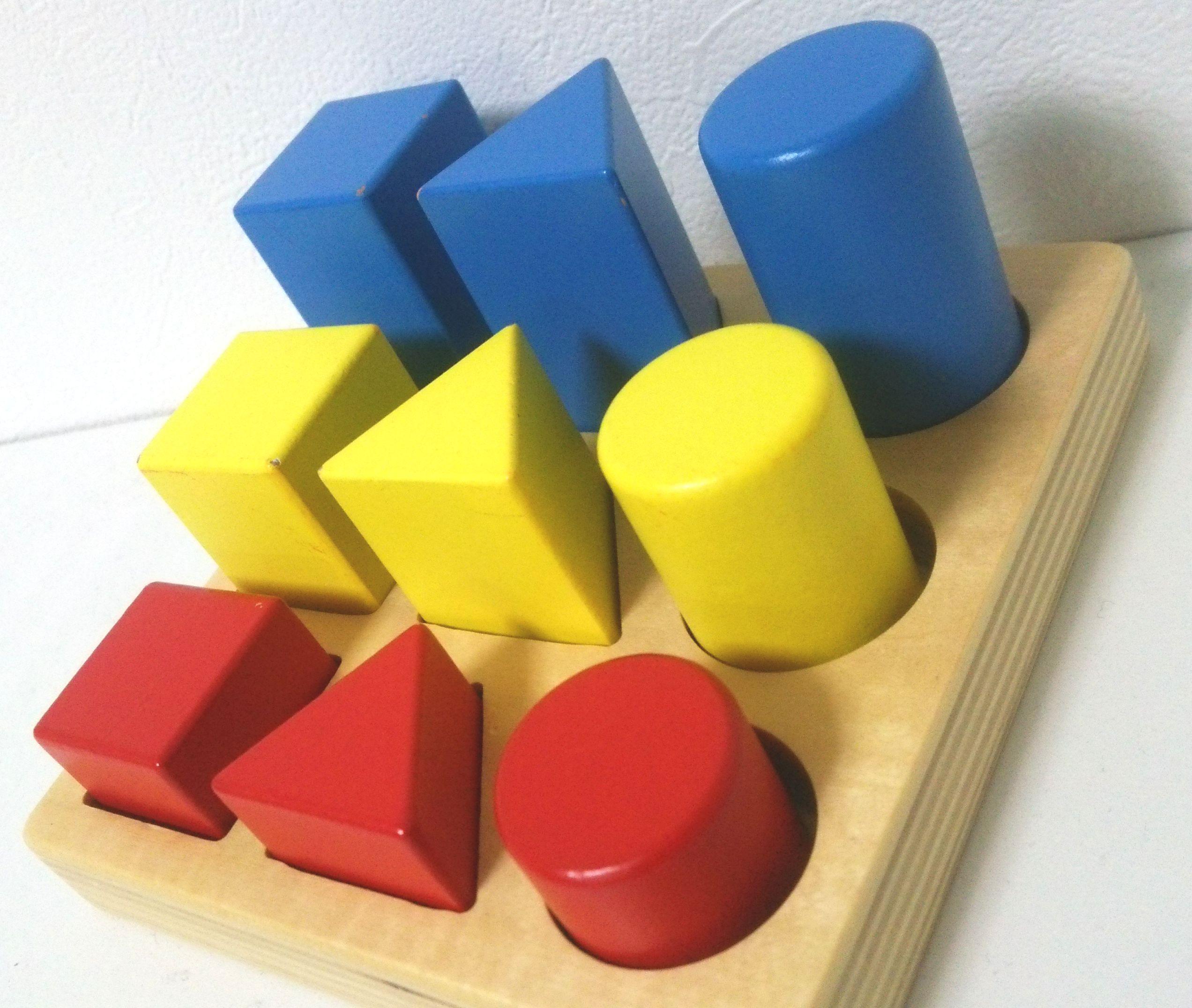 「高さ」の比較を学べる木製パズル~ダイワ『3色パズル』
