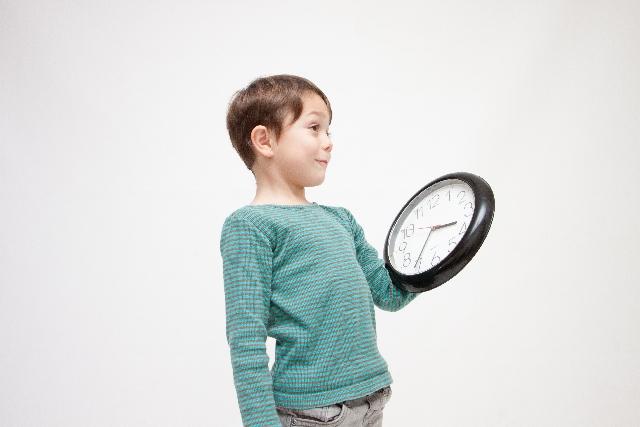 「時計の読み方」子どもにどう教える?教え方のポイントをご紹介します。