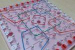 くもん『わごむパターンボード』で、「巧緻性」「図形感覚」から、手作り台紙で「座標上の位置」まで